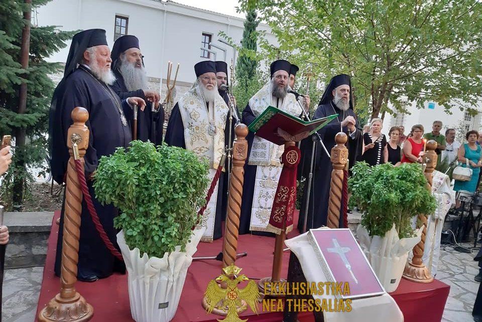 Ιερά Υποδοχή του Τιμίου Ξύλου από τα Ιεροσόλυμα στα Τρίκαλα