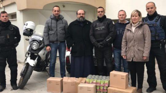 Προσφορά Τροφίμων Από Την Ένωση Αστυνομικών Λαρίσης Στα Συσσίτια Της Ιεράς Μητροπόλεως Λαρίσης και Τυρνάβου