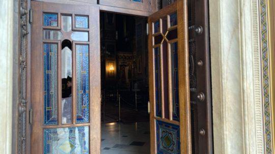 Επίθεση στον Μητροπολιτικό Ναό Αθηνών
