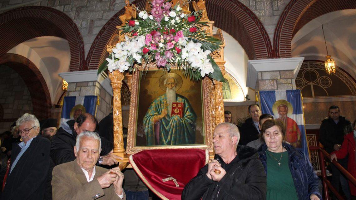 Πλήθος πιστών στην περιφορά της εικόνας του Αγίου Χαραλάμπους στη Λάρισα