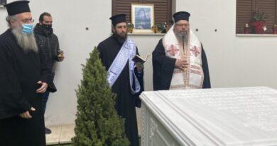 O Μητροπολίτης Λαρίσης και Τυρνάβου κ. Ιερώνυμος και τέλεσε τρισάγιο  στον μακαριστό Μητροπολίτη Τρίκκης και Σταγών κυρό Αλέξιο